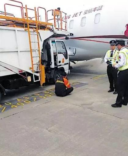 飞机上的粑粑都藏哪儿去了?