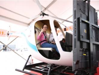 G2直升机模拟器震撼亮相2017郑州航展